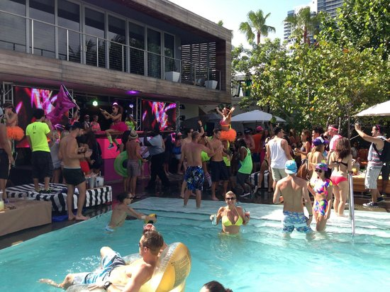 Hyde Beach Sunday Pool Party - Picture of SLS South Beach, Miami ...