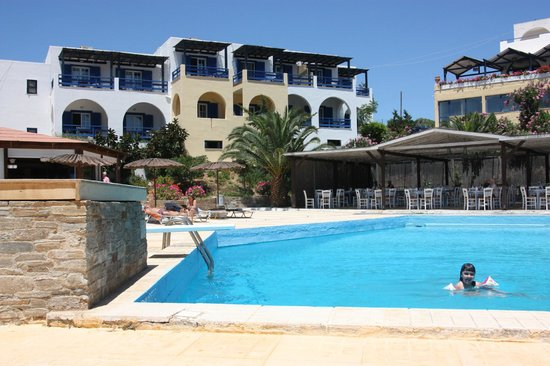 Andros Holiday Hotel: Θέα των δωματίων απο την πισίνα