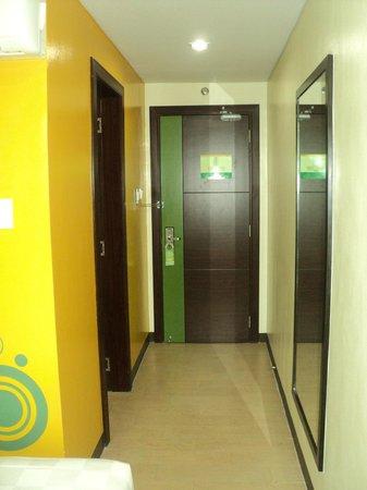 Go Hotels Dumaguete: room