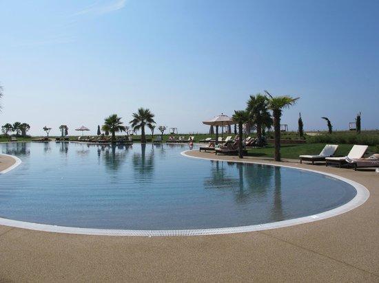 Cascade Wellness & Lifestyle Resort: Piscina