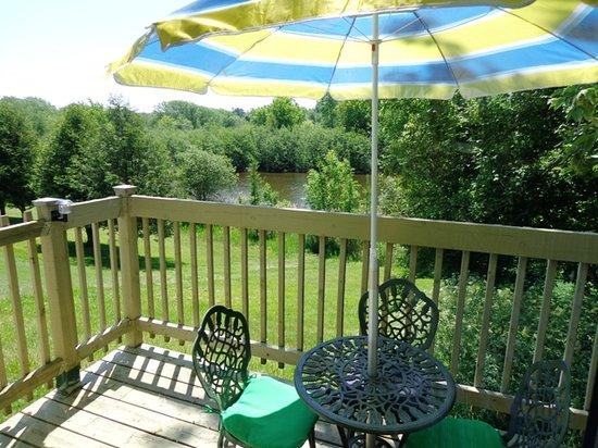 Motel des Deux Lacs Inc. : balcon vue sur le lac studio ch #7