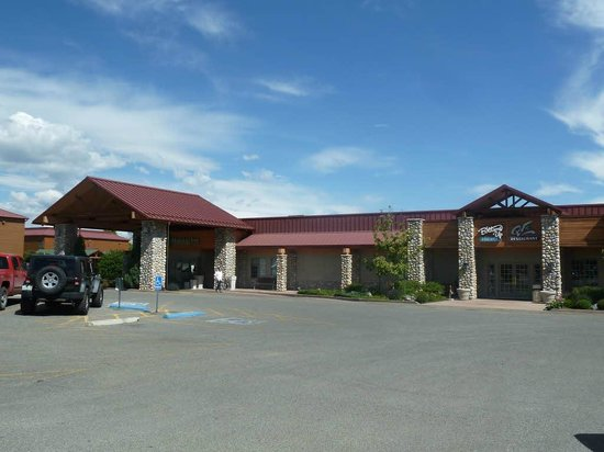 Holiday Inn Cody at Buffalo Bill Village : Front view with restaurant