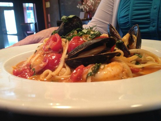 The Red Sun Fire Roasting Co. : linguine, shrimp, mussels, baby spinach, fennel, Italian herbs, white wine tomato broth