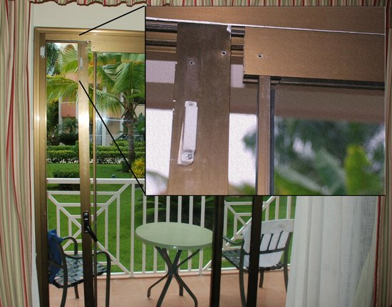 Luxury Bahia Principe Ambar Don Pablo Collection: Broken sliding door with loose glass | June 2013