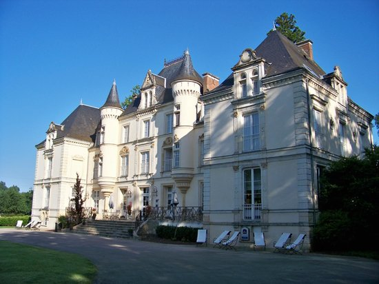Best Western Premier Le Mans Country Club : The main building