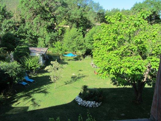 Au Reve Chatoyant : Tuin vanuit onze kamer