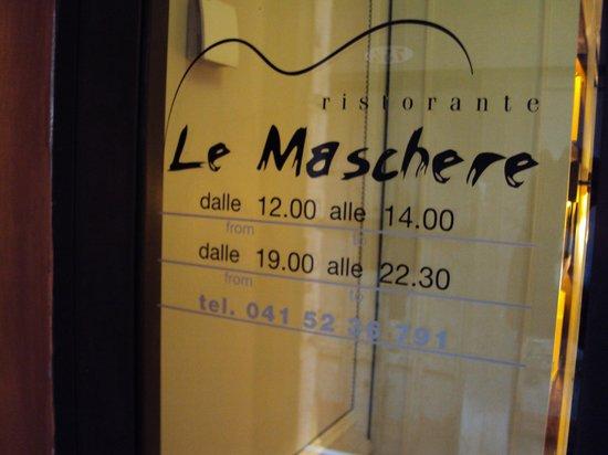 Le Maschere : Entrada al restaurante