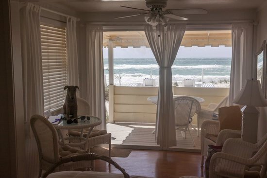 Bungalow Beach Resort: Hibiscus Room