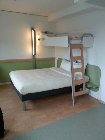 Ibis Budget Berlin Kurfurstendamm: Zweckmäßiges Zimmer mit Queen-Size-Bett und Etagenbett