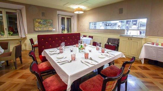 Sala ristorante con cucina a vista photo de ristorante - Sala con cucina a vista ...