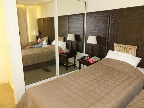 Mantra Esplanade Cairns: bed room