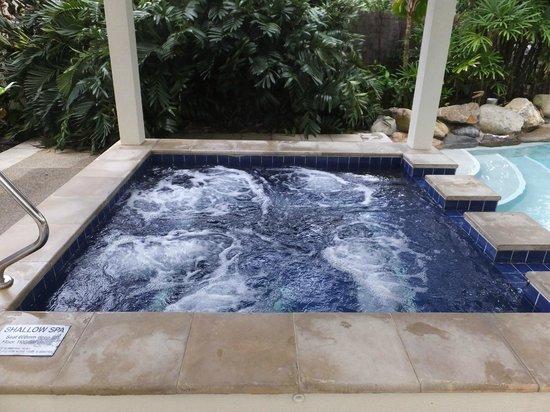 مانترا إيسبالاند: pool