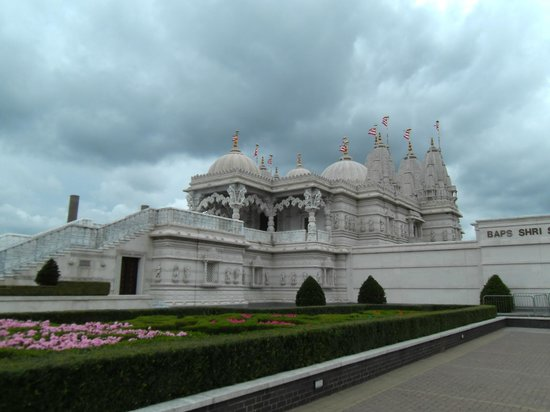 BAPS Shri Swaminarayan Mandir: Beautiful Hindu Temple, London NW10