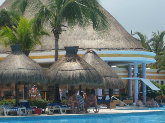IBEROSTAR Paraiso Del Mar: A l'ombre des paillottes pour déguster un morito