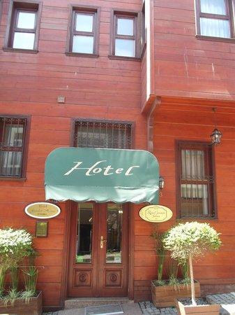 Rose Garden Suites Istanbul : entrée de l'hôtel