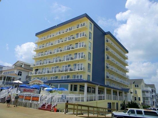 Howard Johnson Plaza Hotel - Ocean City Oceanfront : Hojo's on the boardwalk
