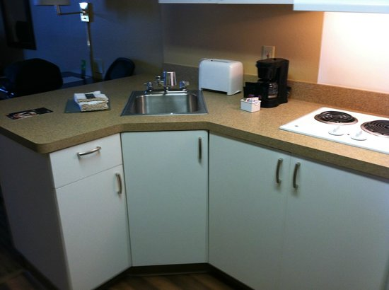 Extended Stay America - Los Angeles - Burbank Airport: Kitchen area
