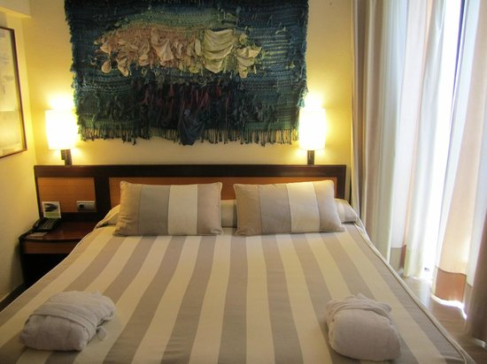 Hotel Estela Barcelona - Hotel del Arte: The Superking Bed