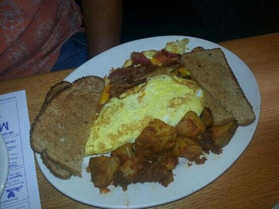 Blueberry Muffin: Bacon and egg omlette