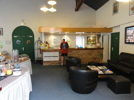 Hotel du Golf : Reception & breakfast area