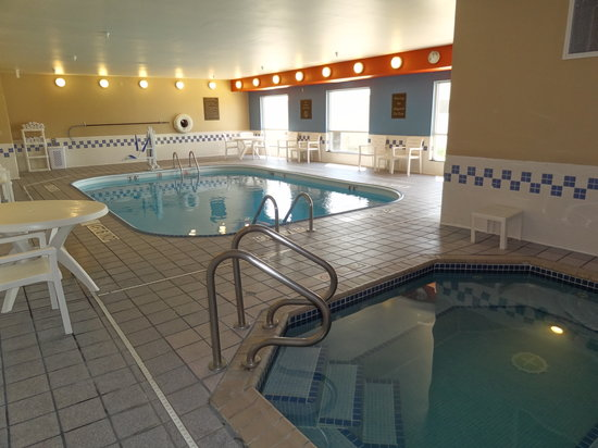 Comfort Inn & Suites Coralville: Pool/Spa