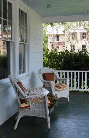 Cameron House Inn : Front porch