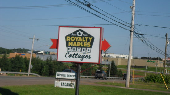Royalty Maples Cottages and Motel: Outside