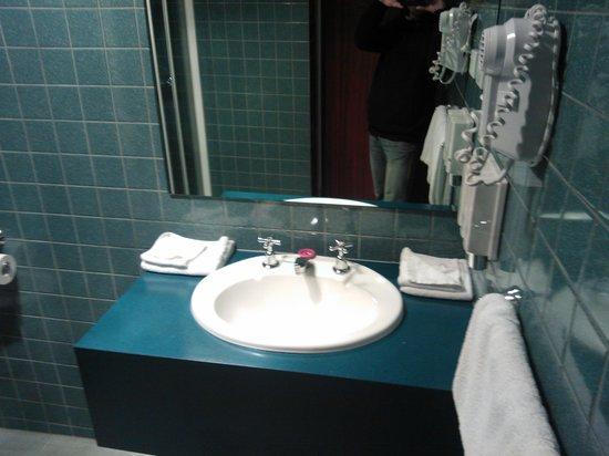 Aurora Ozone Hotel: Lavandino