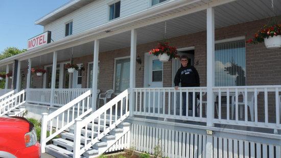 Motel Au Vieux Piloteux: The porch
