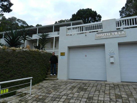 South Villa Guest House : Veduta dal basso