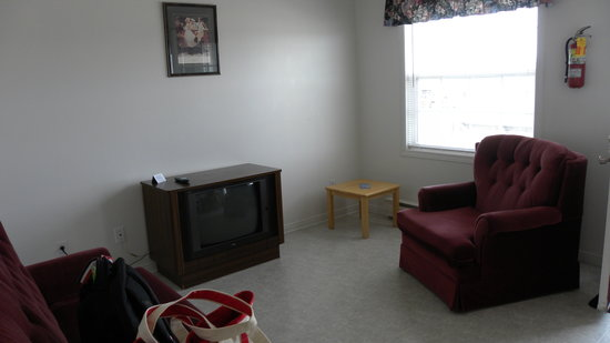 Midtown Housekeeping Cottages: TV, Sitting area