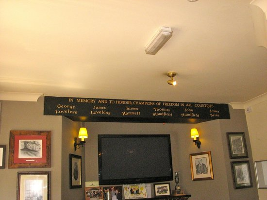 The Martyrs Inn: Interior with tribute to the martyrs