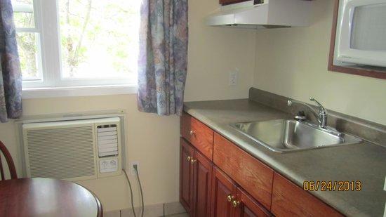 Stardust Motel Timberlea: Kitchen