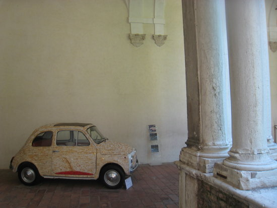 Museo Nazionale di Ravenna: Why is this car here?
