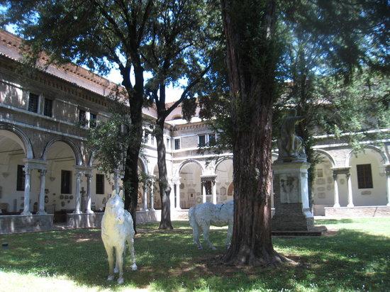 Museo Nazionale di Ravenna: Nice courtyard