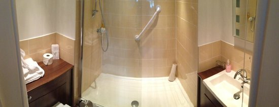 Ormonde House Hotel: Bathroom