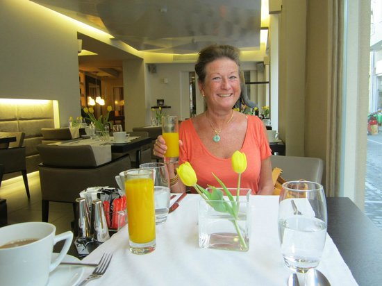 O&B Athens Boutique Hotel: Breakfast freshly squeezed