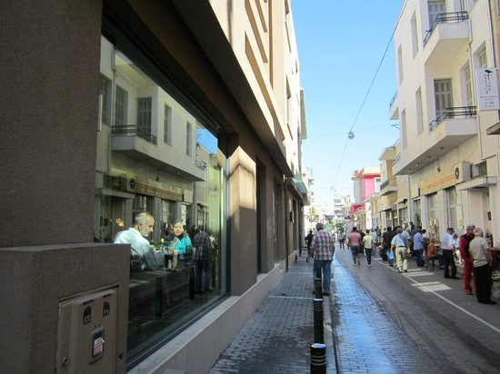 O&B Athens Boutique Hotel: Street outside and picture window dining