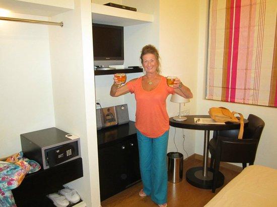 โรงแรมบูติคโอ & บีเอเธนส์: Welcome cheers