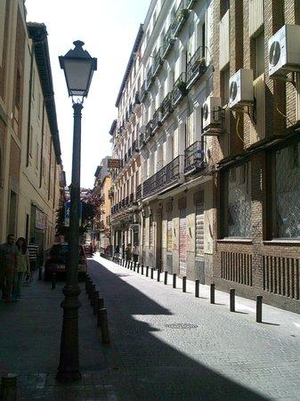 Hostal Tokio: Street view Calle de la Puebla