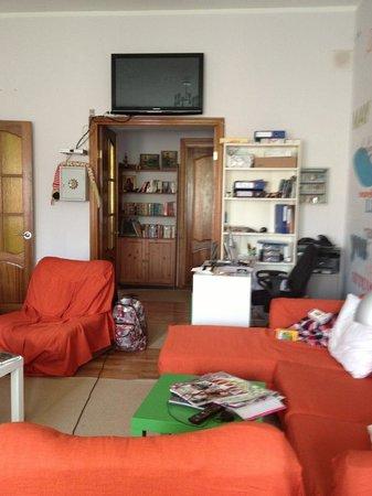 Hostel Seasons: reception