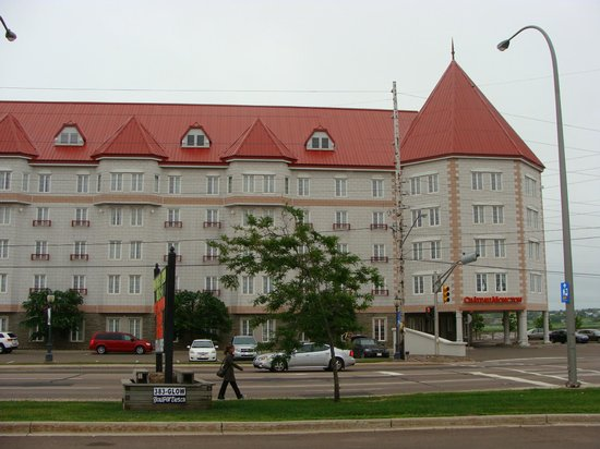 Chateau Moncton : View of hotel from across street