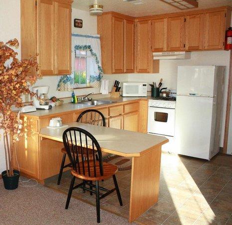 View Crest Lodge: Full kitchen