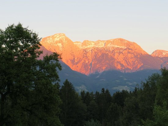 Alpenhotel Hundsreitlehen: Sunset from hotel patio