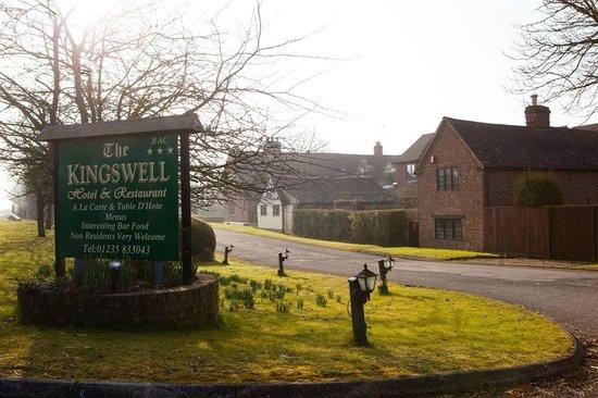 Kingswell Hotel & Restaurant: Driveway