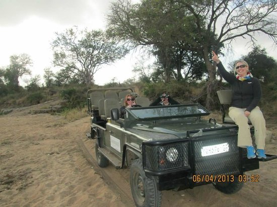 Simbavati River Lodge: We took over when the guides took a break