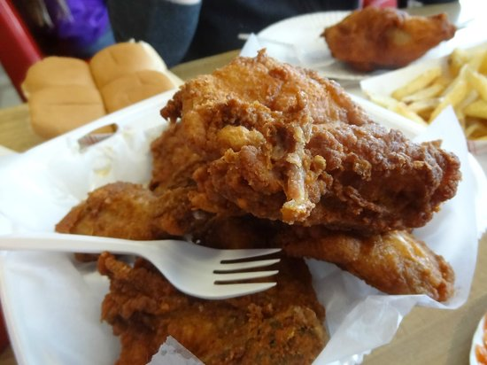 Gus & Gus Place: Incredible fried chicken