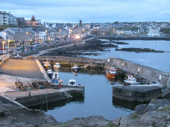 Cul Erg Bed and Breakfast Portstewart: The Port Stewart promenade, steps from the Cul-Erg