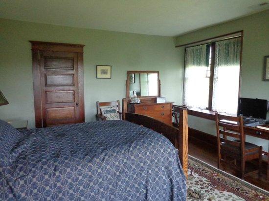 Laurel Lodge: Our Room