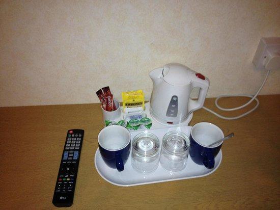 Heathrow Lodge: Tea and Coffee